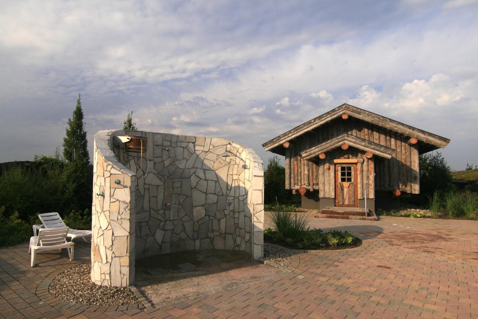 Top Sauna Außenbereich mit Duschen MQ04