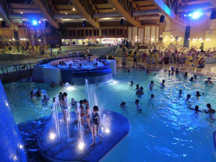 Spaß & Erholung in der illuminierten Badelandschaft